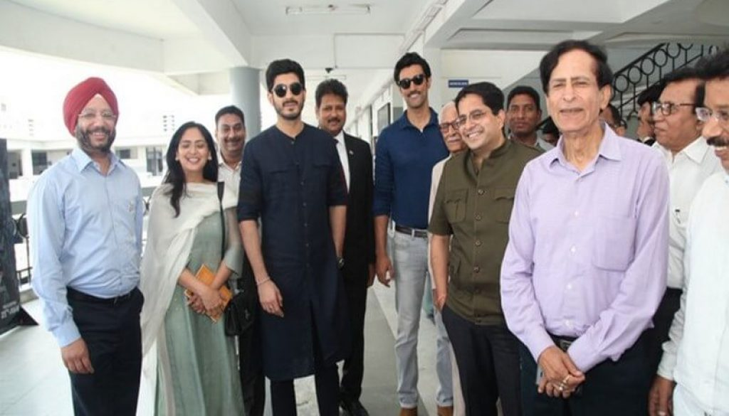 Team Raag Desh charms Students during the promotion of their film at Manav Rachna (11)