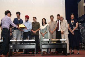 Team Raag Desh invokes Patriotism at Manav Rachna campus!