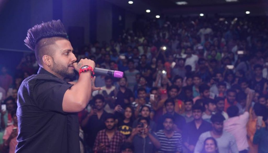 OPPO Delhi Times FreshFace Organized at Manav Rachna with Sukh-E performing LIVE at the Campus! (4)