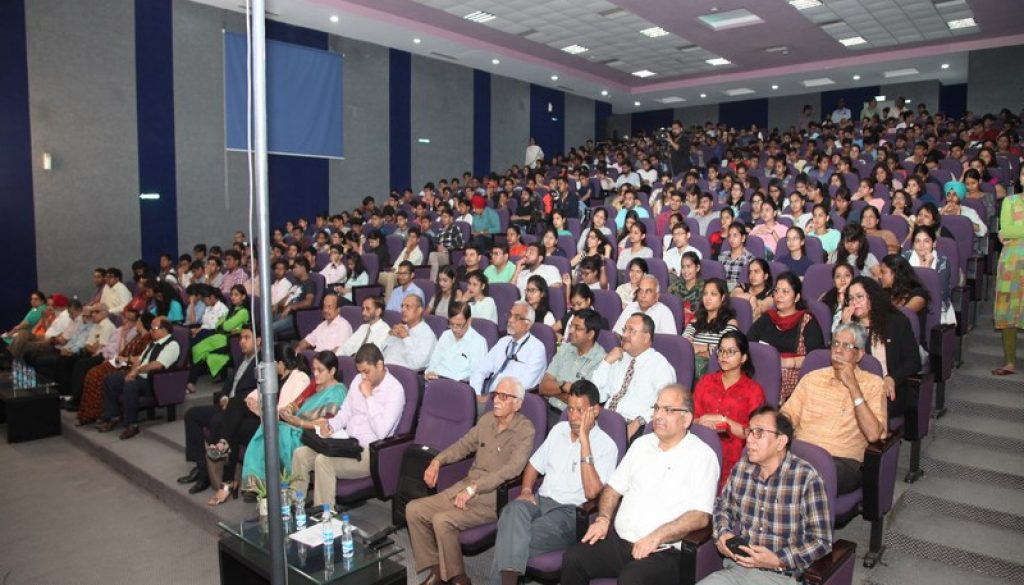 Success Guru A.K. Mishra motivates Manav Rachna students to channelise their strengths into right direction (2)