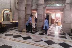 Team from Manav Rachna University took up the cleaning exercise of the Shiv Mandir
