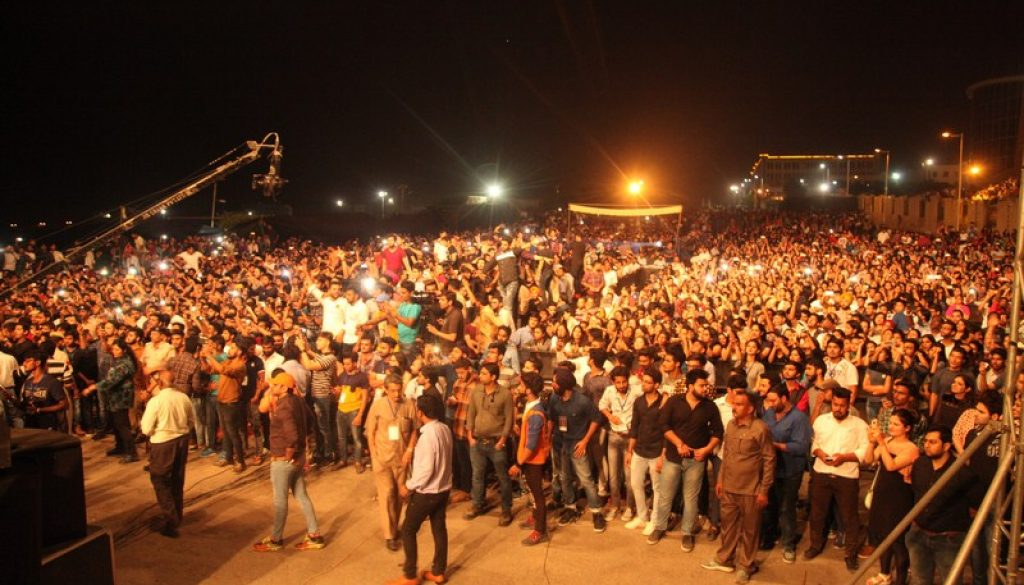 More than 25K students croon on the beats of 'Farhan Live' at Manav Rachna (1)