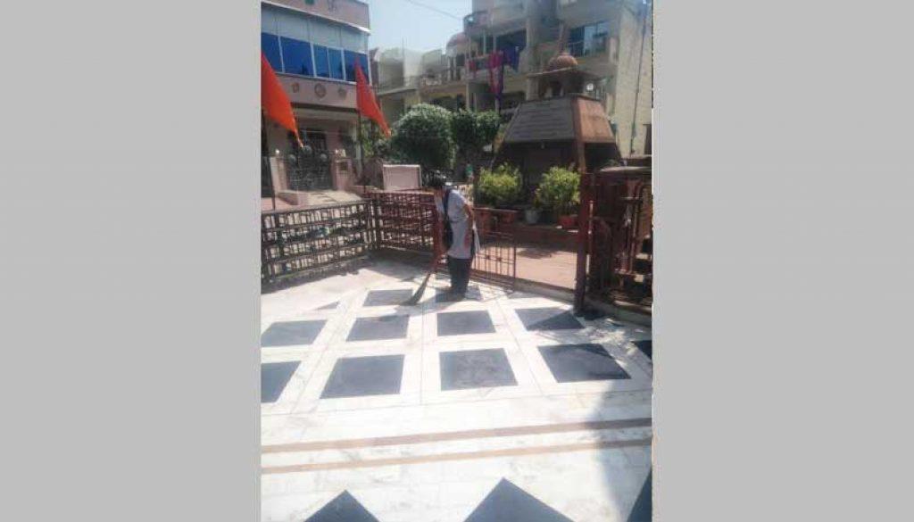 Cleanliness-Drive-at-Shiv-Mandir
