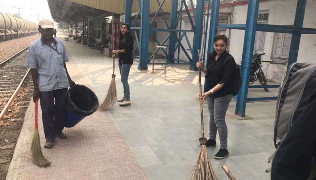 Cleanliness-Drive-at-Old-Faridabad-Railway-Station