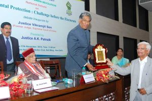 Prof. Jose P. Verghese presents Kuldeep Singh Memorial Environment Award