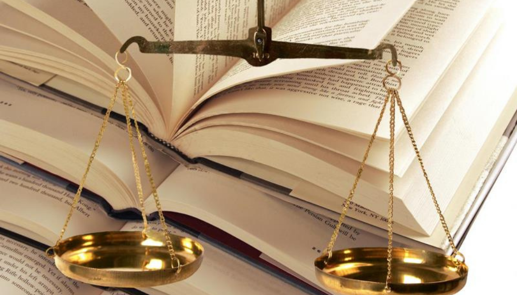 <center>Six Factors You should Check Before Choosing A Law College